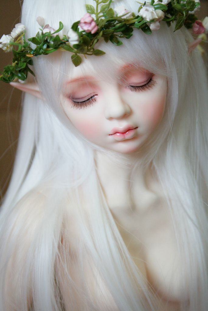 Such a beautifully detailed doll. Wish I had the link and artist name