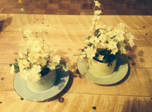 check out the how-to on making these flower tea cups on aniftyideablog.wordpress.com #aniftyidea
