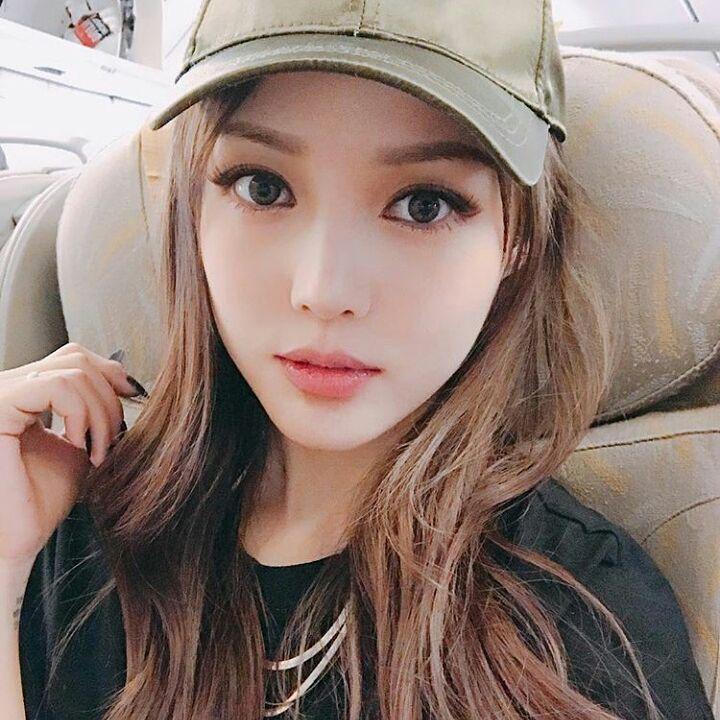 PONY #ponyeffect #pony #korean #ulzzang #uljjang #chinese #makeup #얼짱 #조랑말 #followme #lipstick #eyeshadow #eyeliner #ulzzanggirl #cute #CL #chaelin #2ne1