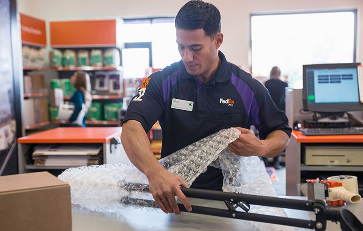 Fedex office employee packing pro corporate photography