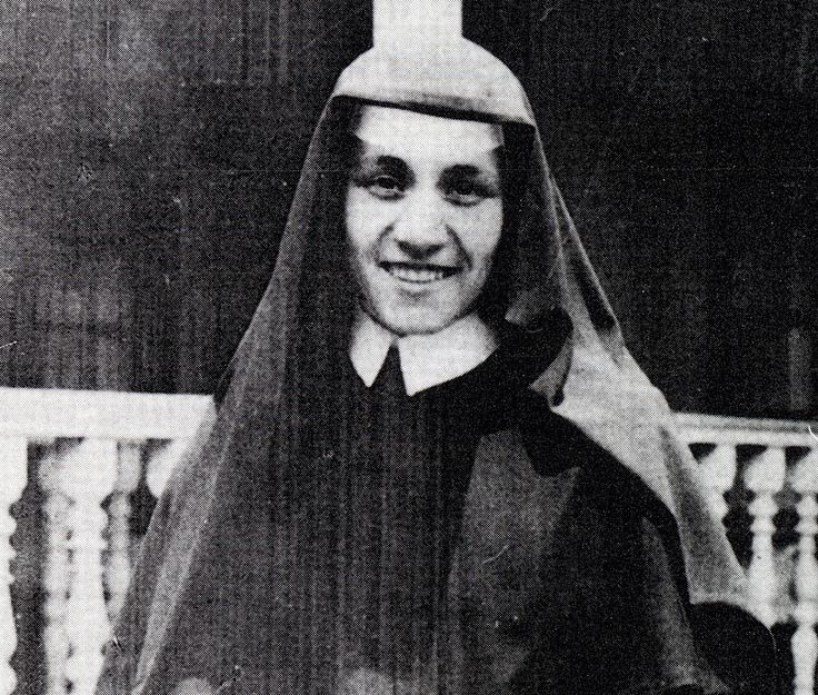 Sister Teresa, later to become Mother Teresa of Calcutta in India, is pictured as a member of the Sisters of Loretto. Her work with the Loretto sisters in India centered on teaching and visiting the sick and elderly. She remained with the order until sh e founded the Missionaries of Charity. CNS photo courtesy Missionar ies of Charity)