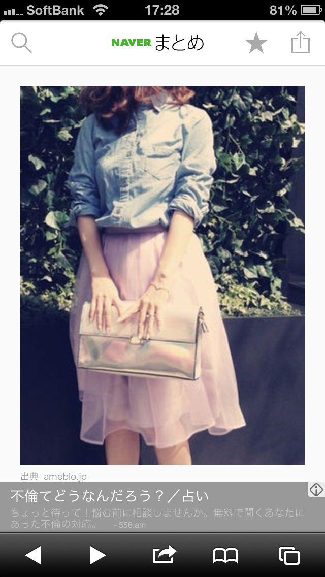 デニムシャツ+ふんわりパープルスカート+七色セカンドバッグ