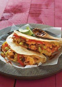 Deliciosos tacos gobernador, son en tortilla de harina y llevan camarones pacotilla, queso oaxaca y otros ingredientes que los hacen ricos y originales.