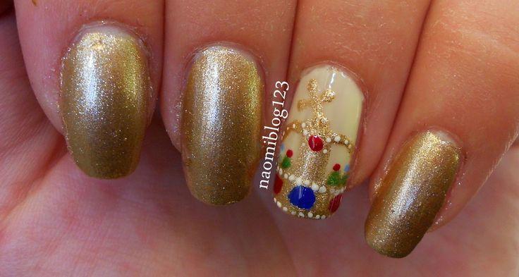 NaomiBlog avagy Noémi körmei: ManiCute ~ Augusztus 20. Hungarian nail, crown, crown nail,