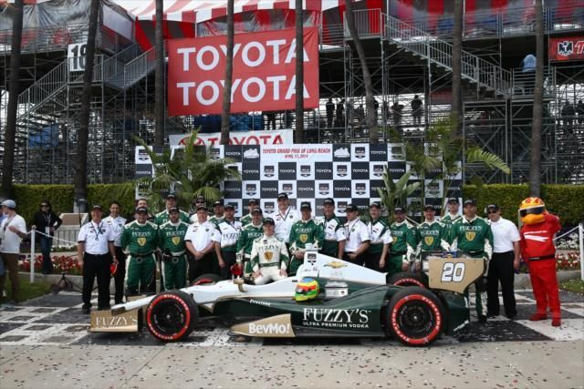 Indycar, Conway vince a Long Beach dopo mille colpi di scena