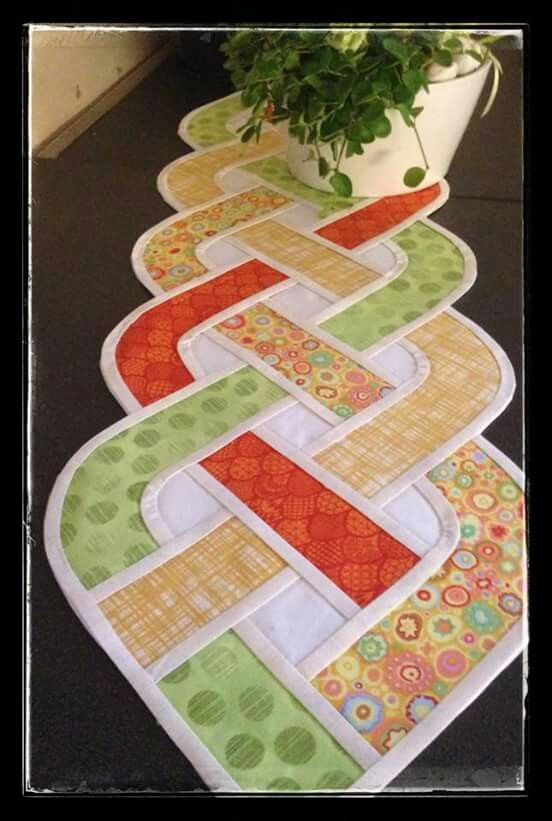 Curved Woven Table Runner: I bet I can do this! ljb is me