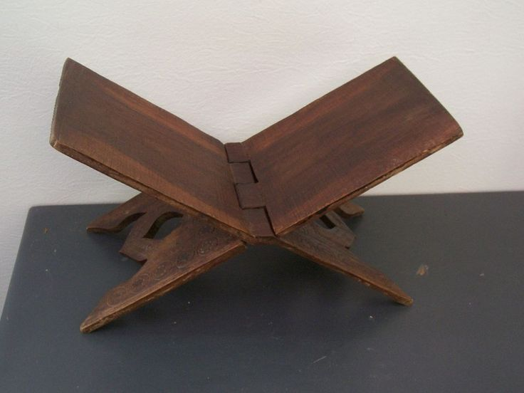 old Oriental small stool.ancien Petit tabouret oriental