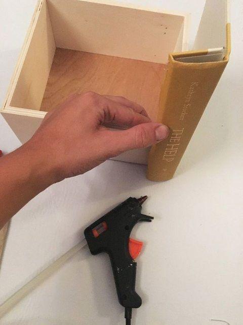 diy fabriquez une cachette secr te gr ce de vieux livres bricolage et diy pinterest. Black Bedroom Furniture Sets. Home Design Ideas