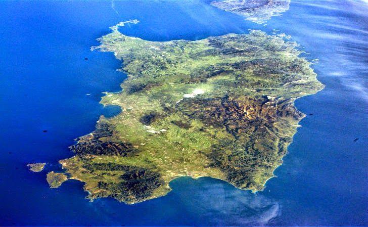 ECCO LE 10 COSE CHE (FORSE) NON SAPETE SULLA SARDEGNA La Sardegna. L'Isola più bella del Mediterraneo. Circondata dal suo mare unico al mondo e scrigno pieno di tesori nascosti. La Sardegna è una terra tutta da scoprire, che nasconde tanti segreti e tan #sardegna #curiosità #news #notizie