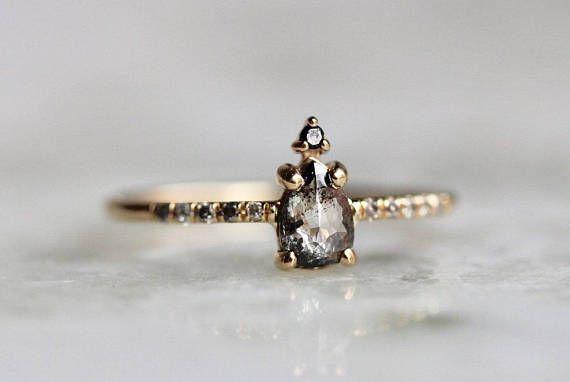 14K zout en peper Pear Diamond Ring, Zilveren Ring van de diamant van de Mist, Black And White Diamond, Rose Cut, ruwe diamant, effenen instelling, unieke Ring