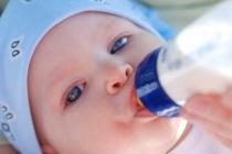 Se nutrito con latte artificiale, l'intolleranza al fruttosio può manifestarsi sin dai primi giorni di vita.
