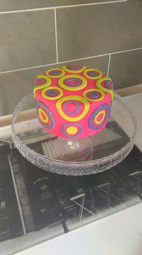 Patterned cake, circles