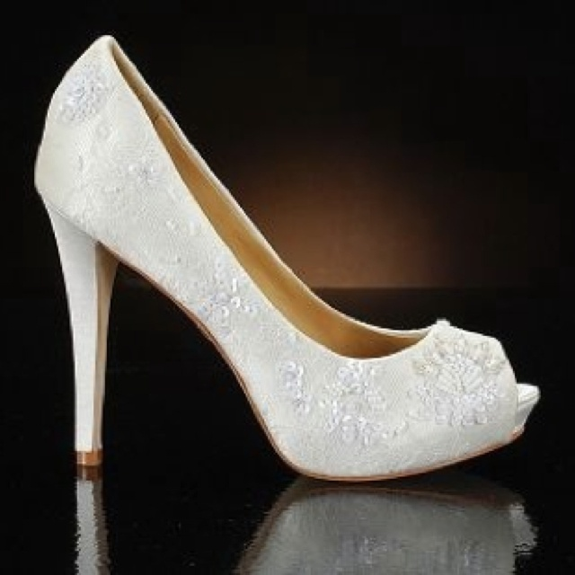 White Shoes http://WhiteNYESD.com