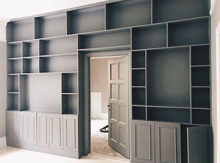 Före- och efterbilder med platsbyggd bokhylla