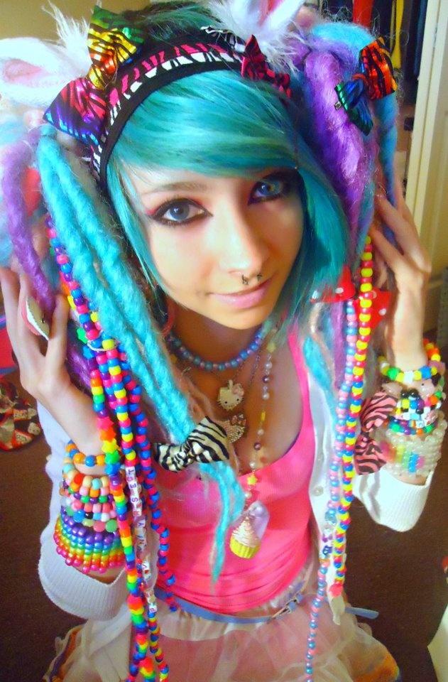 Scene girls ™Dreadlocks Rave, Rave Outfit, Kandi Kids, Rave Girls, Kandi Girls, Blue Hair, Raver Girls, Colors Hairstyles, Scene Girls