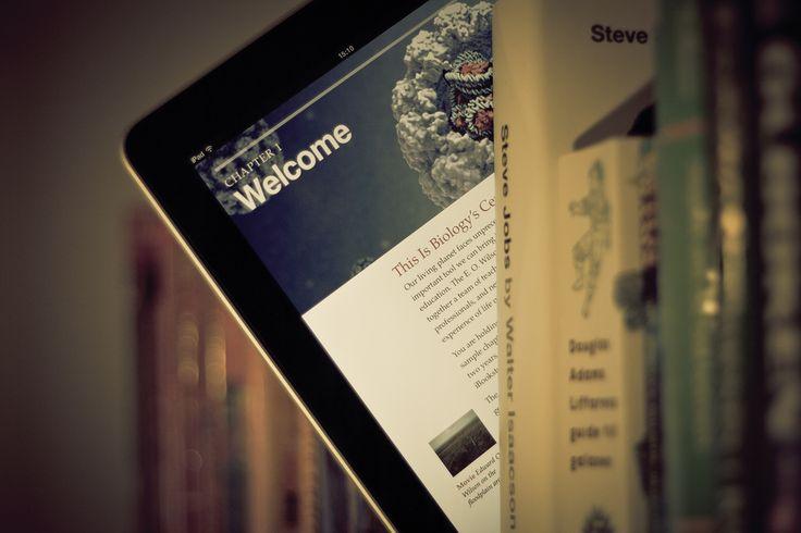 Probablemente el auge actual de los tablets y otros dispositivos de lectura móviles como los e-readers y el imparable crecimiento en su uso, hará de formatos electrónicos como los e-books y libros interactivos un vehículo fundamental para la comunicación y el aprendizaje en un