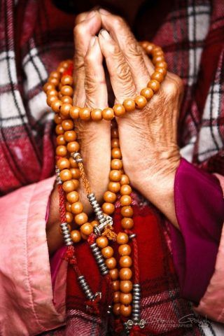 Буддийская молитва покаяния. Если человек понял, что живет неправильно и осознает необходимость изменений в своей жизни, ему стоит обратиться к Творцу с молитвой покаяния. Произнести ее, вникая в каждое слово, облегчая душу от тягот неправедной жизни, признавая свою вину и сожалея о содеянном. | http://omkling.com/molitva-pokajanija/