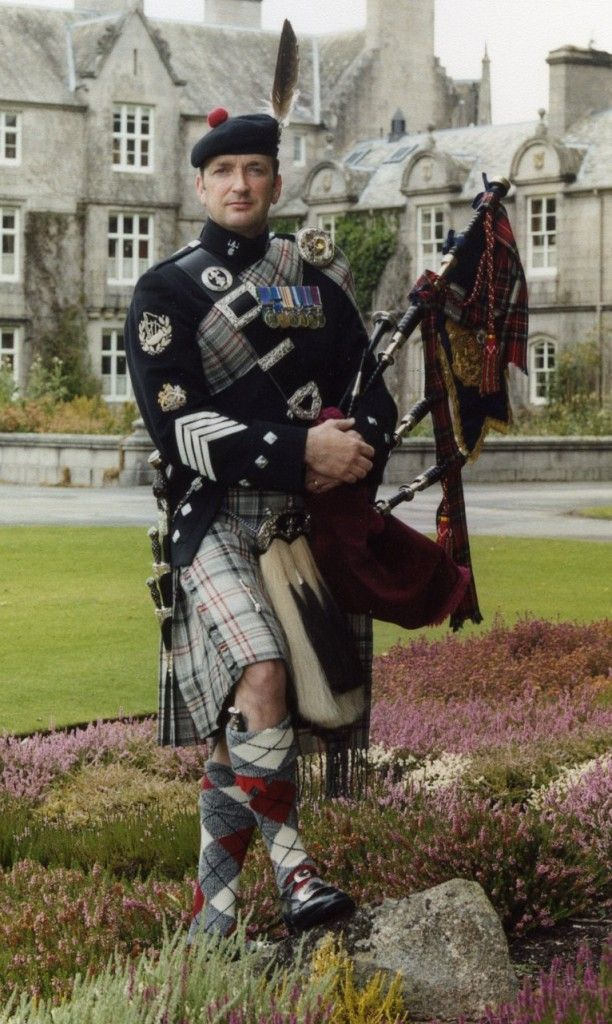 Pipe-Major-Alistair-Cuthbertson-1st-battalion-The-Royal-Regiment-of-Scotland-Sovereigns-Piper-2006-2008-e1465572093181-612x1024.jpg 612×1,024 pixels