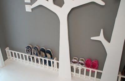 LidenSkapelse: Stakittgjerde til skoene i gangen