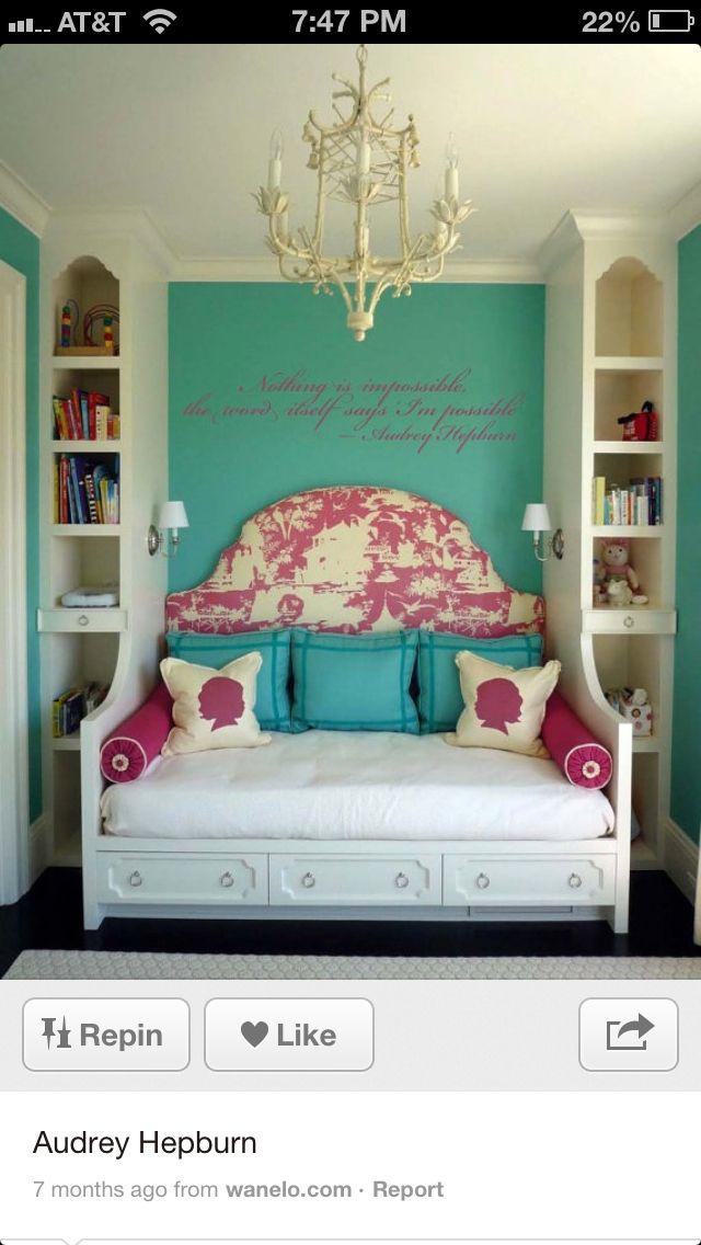 Amazing bedroom!!<3 Audrey Hepburn style