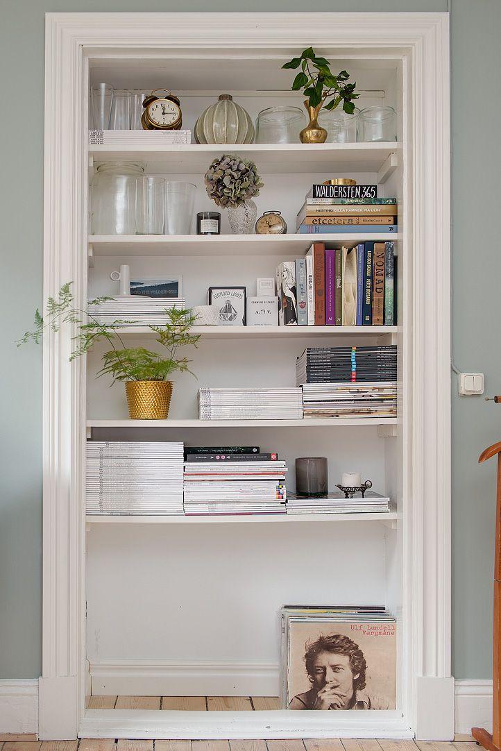 inbyggd bokhylla dörröppning - Sök på Google Gör av städgarderoben!! Fast garderoben