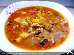 Rassolnjik Suppe säuerliche Suppe mit Gewürzgurken und Perlgraupen