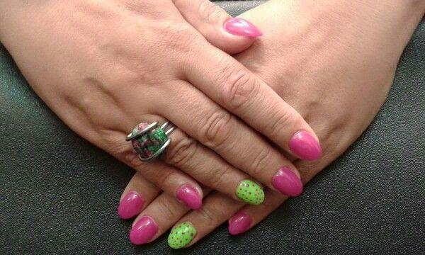 Ha nyár, akkor a színes körmök kerülnek előtérbe. :) Új színeinket keresd Zolinál!  www.magdiszepsegszalon.hu/kezeslabapolas  #nails