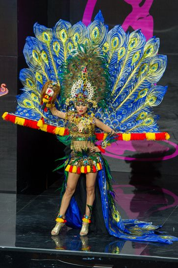 Whulandary Miss Indonesia