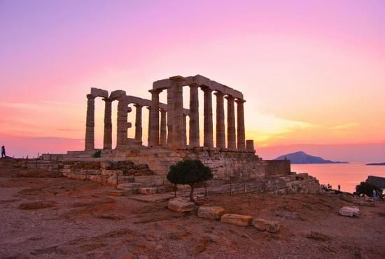 Located on the southern edge of #Attica region, Cape Sounio is about a 65km-drive from the city of #Athens. The idyllic area of Sounio is of great historical importance, as it is the home of the Temple of Poseidon, one of the most important sanctuaries of ancient Greece.
