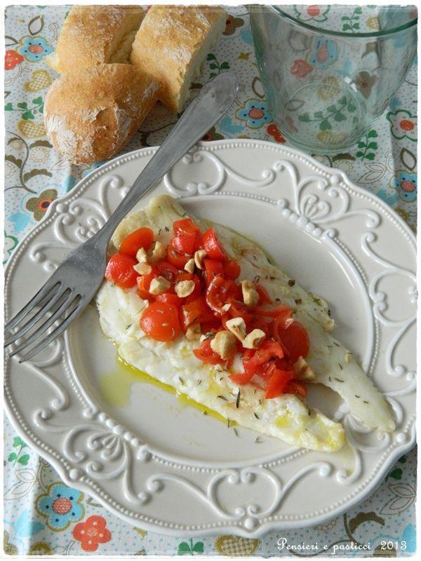 Filetti di rombo con concassè di pomodorini, timo e nocciole