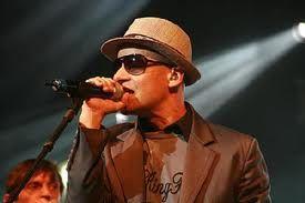 """Sérgio Britto, que tem carreira consolidada com os Titãs, se apresenta no Teatro Santos Dumont, no dia 23 de agosto, quinta, às 20h. Os ingressos custam até R$ 12. No show, o intérprete e instrumentista apresenta o repertório de seu terceiro trabalho solo, """"SP55"""", importante disco do compositor. No vídeo, a canção """"Tempo não é...<br /><a class=""""more-link""""…"""