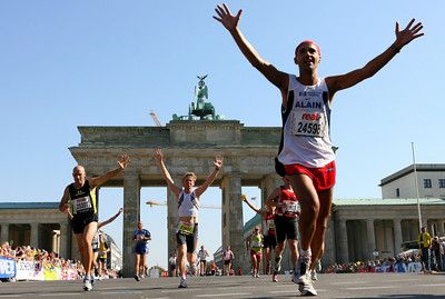 We wish all participants a nice sunday! Have fun and enjoy your run through Berlin! #berlinmarathon #xbionic