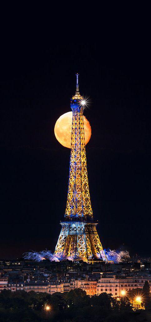 Full moon, Eiffel Tower, Paris, France