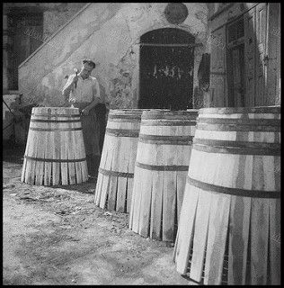 Βαρελοποιός, Κρήτη, 1950 - 1955. | by Dionysis Anninos