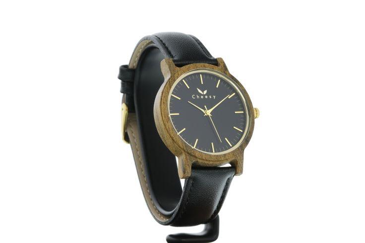 Leather and wood watch in black from BeCheesy. Ausgefallene Leder und Holzuhr in schwarz von BeCheesy.