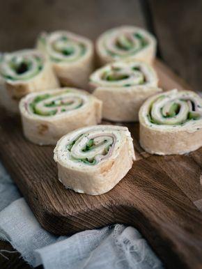 Wrap hapjes gevuld met roomkaas, kipfilet en komkommer!