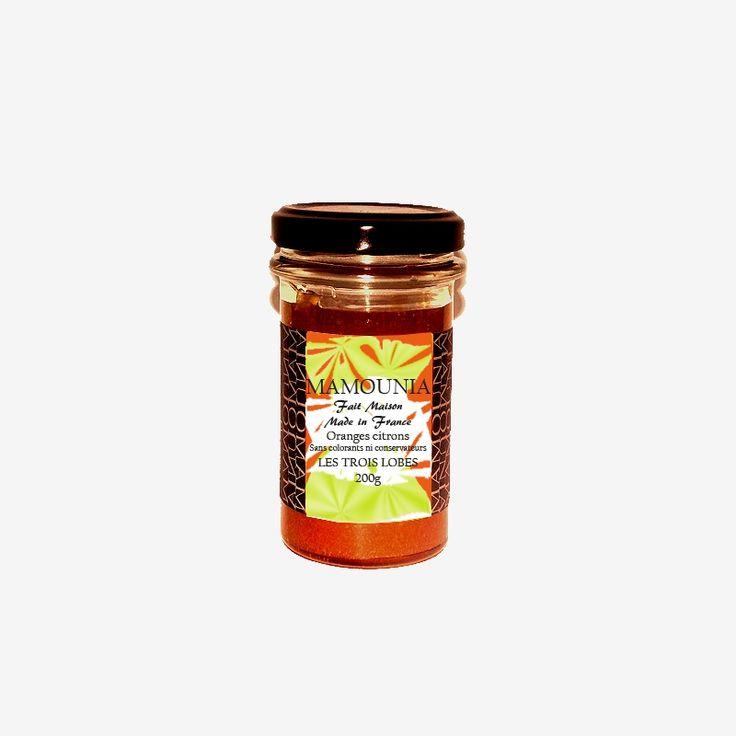 Mamounia oranges & citrons.  Elle renferme une quantité exceptionnelle de vitamines C et d'antioxydants et prévient de certains cancers.   Le citron fort en vitamine (C) est aussi un antioxydant et prévient de certains cancers.  Confiture du soleil qui inspire au voyage et dépaysement. L'association de deux fruits du soleil, l'orange mariée avec le citron vous donnera tout ce que vous attendez d'une confiture acidulée.