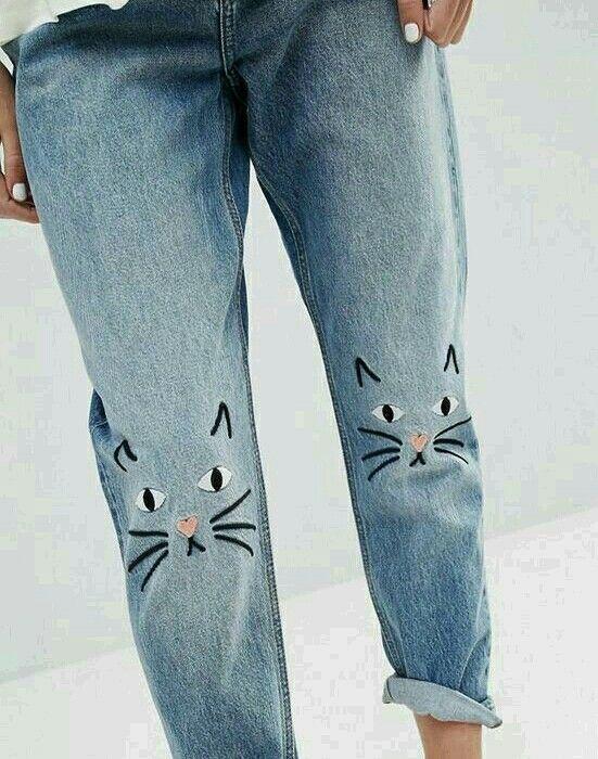 Kitties on the knees