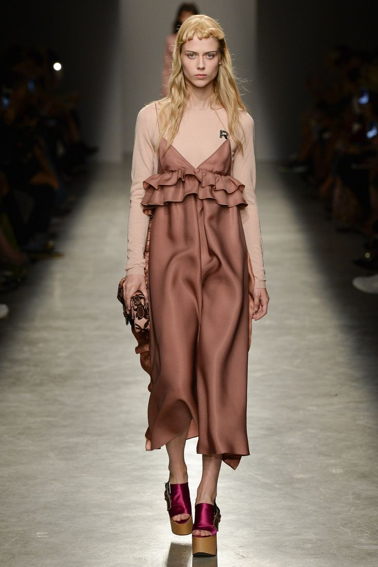 Rochas Spring 2017 Ready-to-Wear Fashion Show - Sofie Hemmet