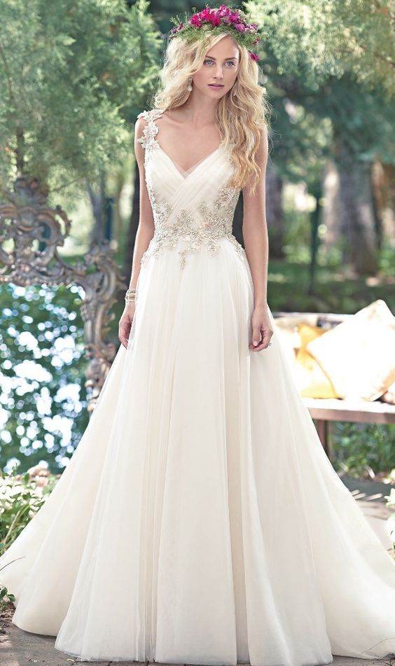 Perfect Gowns for an Outdoor Wedding | Martha Stewart Weddings