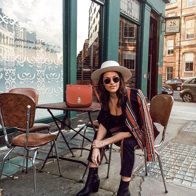 ¡Outfits de otoño que te dejan sin palabras! @little_magpie1 con sus Ray-Ban Round consigue un estilo chic con un toque retro ♥️ #fashion #outfit #ootd #blogger #fashionvictim #fashionblogger #itgirl #gafasdesol #rayban #raybanround #fashiongoals #streetstyle #fall