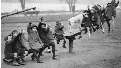 ΕΛΛΗΝΙΚΗ ΔΡΑΣΗ: ΚΟΙΝΩΝΙΑ Τι παιχνίδια έπαιζαν τα παιδιά πριν η τεχ...