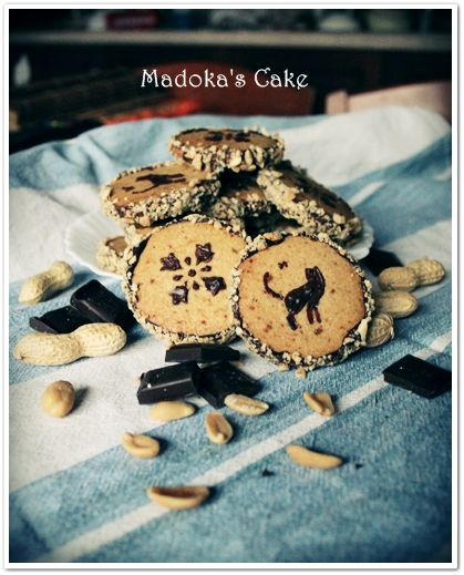 peanut cookies, biscotti alle arachidi ricetta trovata su http://www.larecetadelafelicidad.com/en/2013/01/peanut-butter-chocolate-cookies.html
