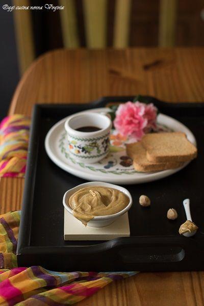 Crema spalmabile di pistacchio Così golosa e vellutata da essere irresistibile. http://blog.giallozafferano.it/cucinanonnavirgi/2016/11/crema-di-pistacchio/