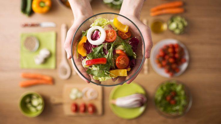 Já pensou em perder 4 kg por mês bem rapidinho? A nova dieta proposta pelos Vigilantes do Peso lista alimentos saudáveis que você pode comer à vontade.