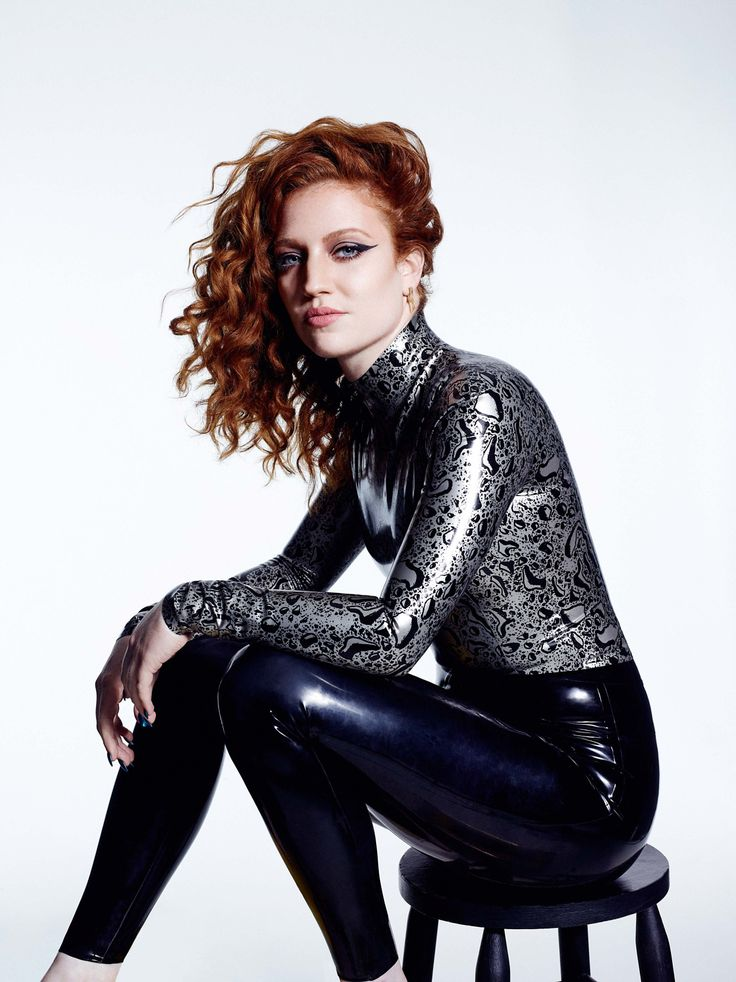 LRCiRL - Latex/Rubber Clothing in Regular Life, shiningghost: Jess Glynne in awesome latex...