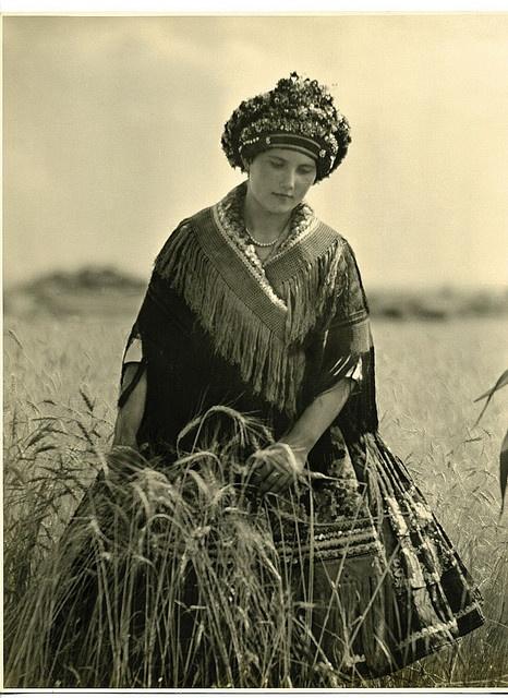 Mezőkövesdi lány, 1928 körül V. Zs. 22x28,5 by avacska, via Flickr