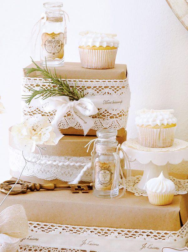 decorar una mesa dulce con diferentes alturas