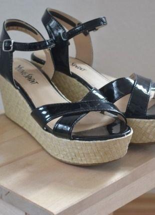 Kaufe meinen Artikel bei #Kleiderkreisel http://www.kleiderkreisel.de/damenschuhe/sandalen/130876280-plateau-riemchen-sandalen-lack