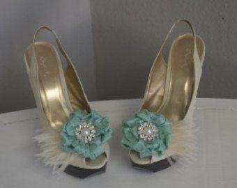 Tiffany bleu chaussure clips-une paire de fleurs de soie Duponi avec le centre de la broche de Pearl/cristal et Ivoire plumes Shoe Clips/Bibis